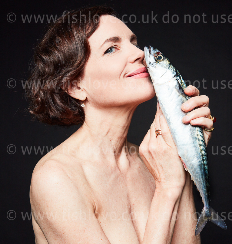 Elizabeth McGovern: Celebrities and actors pose with fish in a courageous call on EU governments for bold action to #EndOverfishing in Europe's waters by 2020. © Fishlove/Alan Gelati.